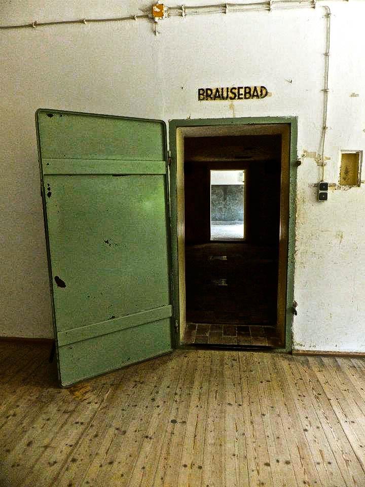 dachau concentration camp showers