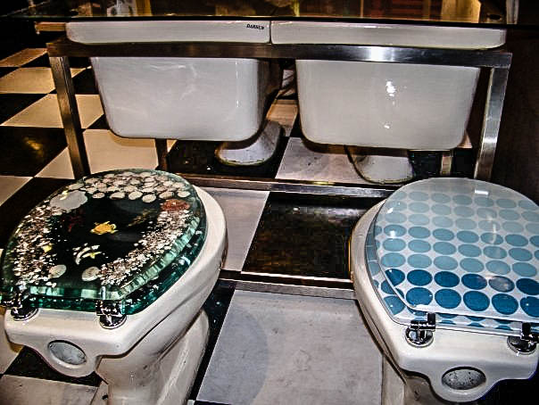 Modern toilet the crappiest restaurant in taiwan
